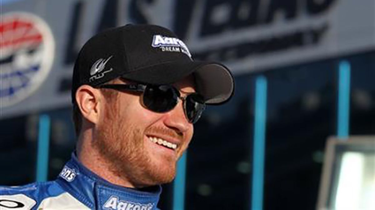 Blood clots again sideline NASCAR driver Brian Vickers