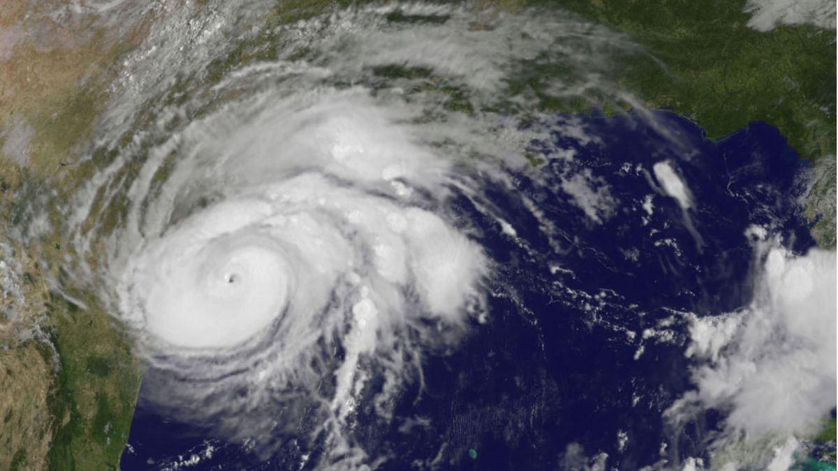 2020′s 1st Atlantic hurricane lashes Texas; floods expected