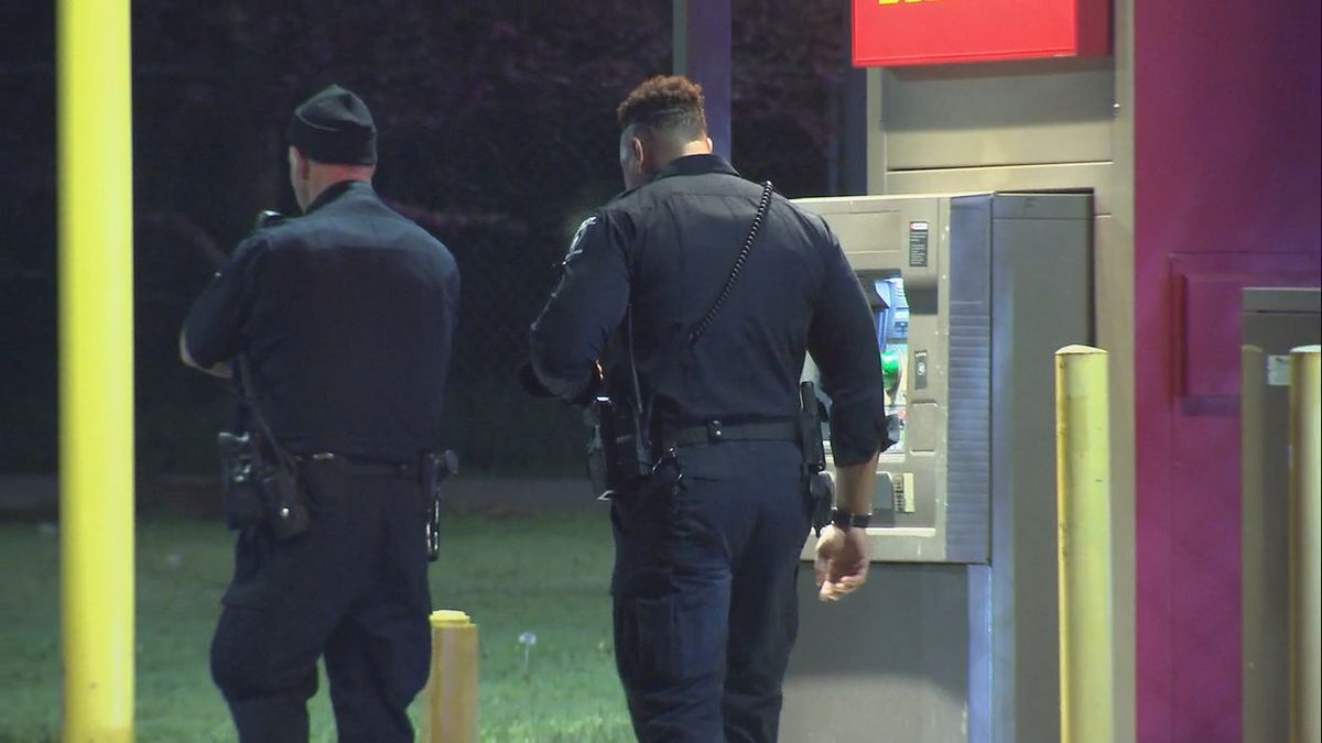 Woman fights back, shoots suspect after 5 men try to rob her at ATM