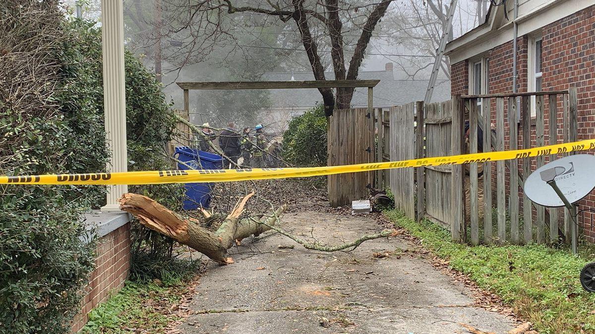 Small plane crashes in South Carolina neighborhood in fog