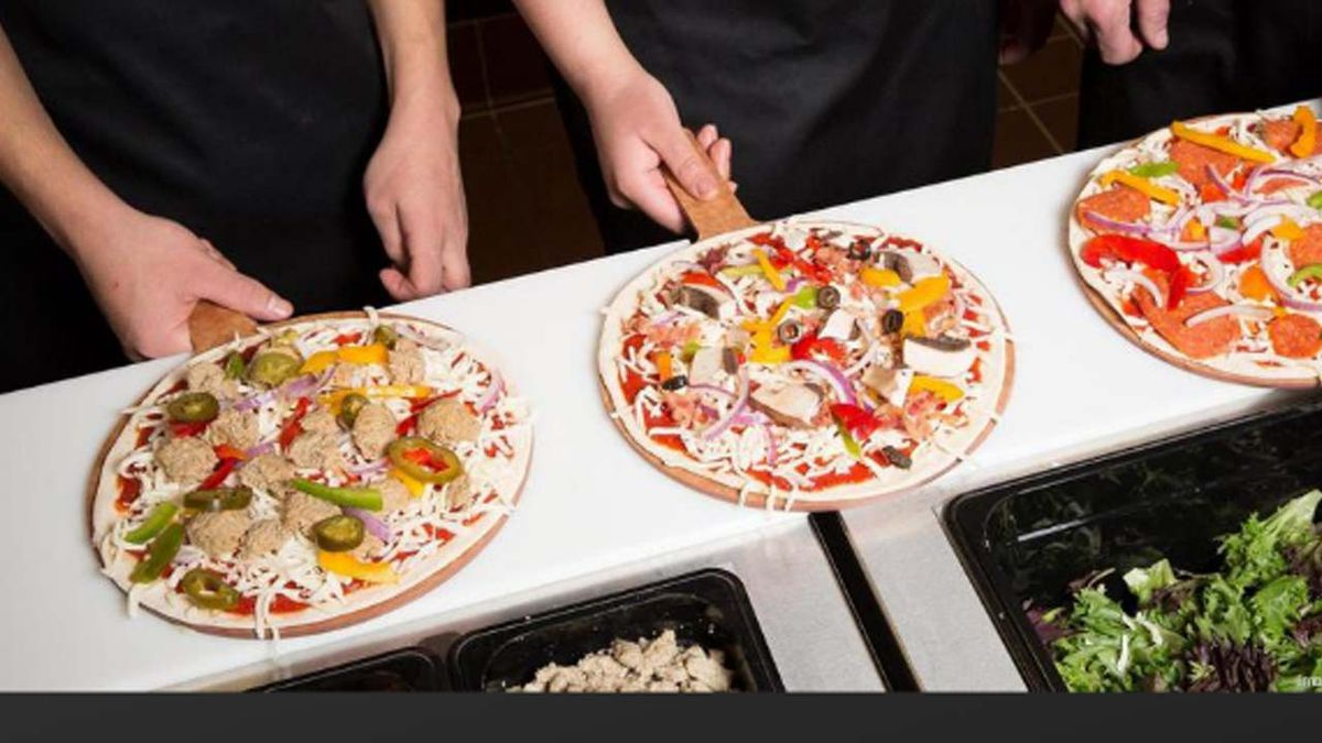 Pizza chain expands in Charlotte — and dishes up free pizza