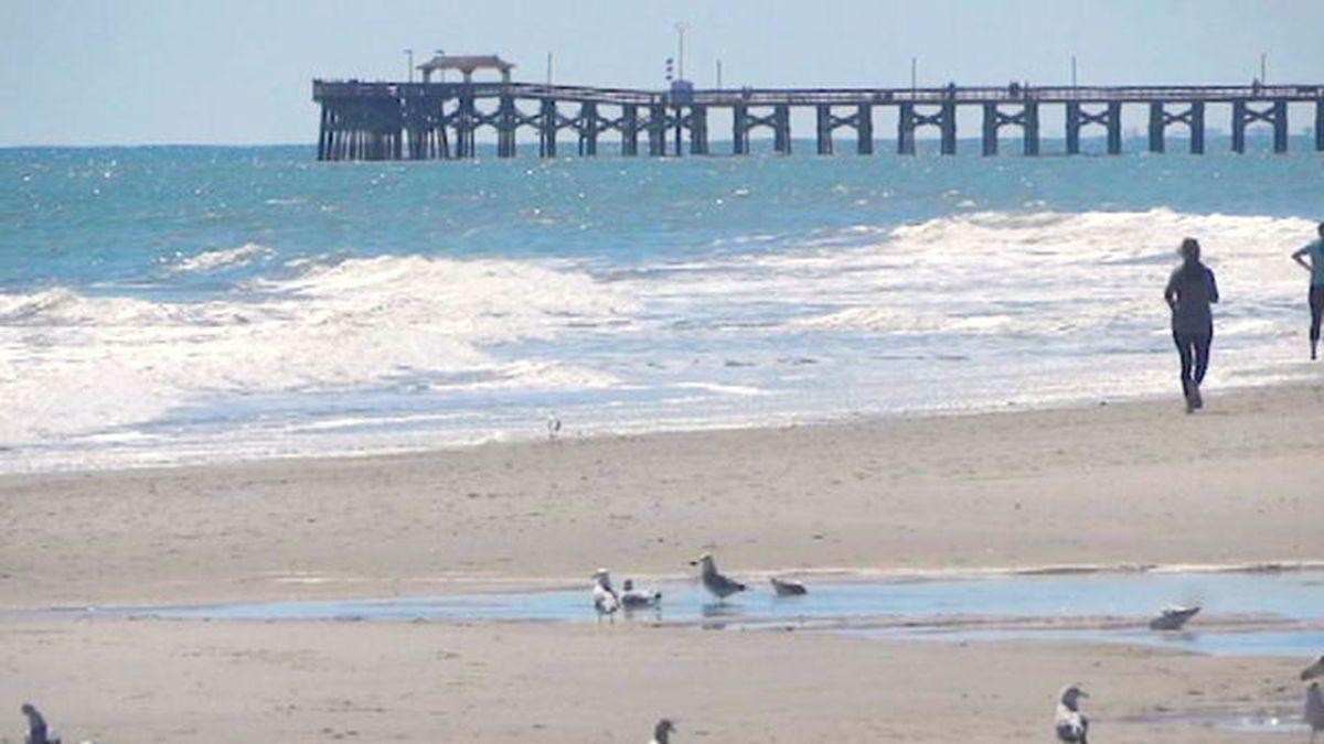 South Carolina governor closes beach access; still no stay-at-home order