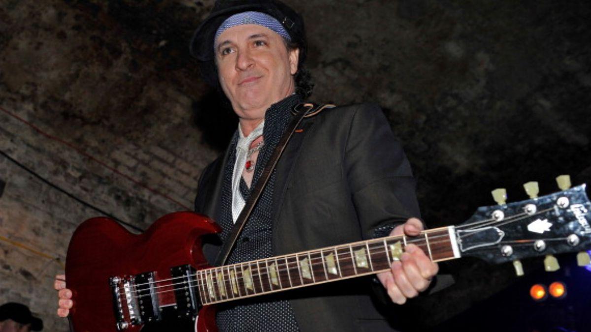 Sylvain Sylvain, guitarist for New York Dolls punk group, dead at 69