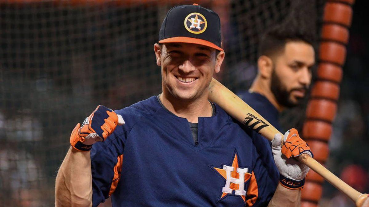 Coronavirus: Astros' Alex Bregman helps hand out food at Houston distribution center
