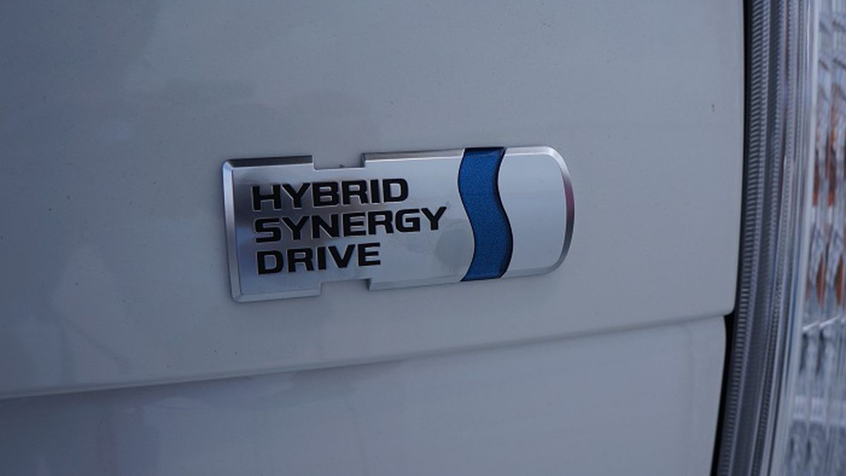 How does a N Charlotte Toyota Hybrid car work?