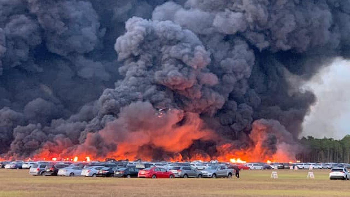 Wildfire damages more than 3,500 cars at Florida airport