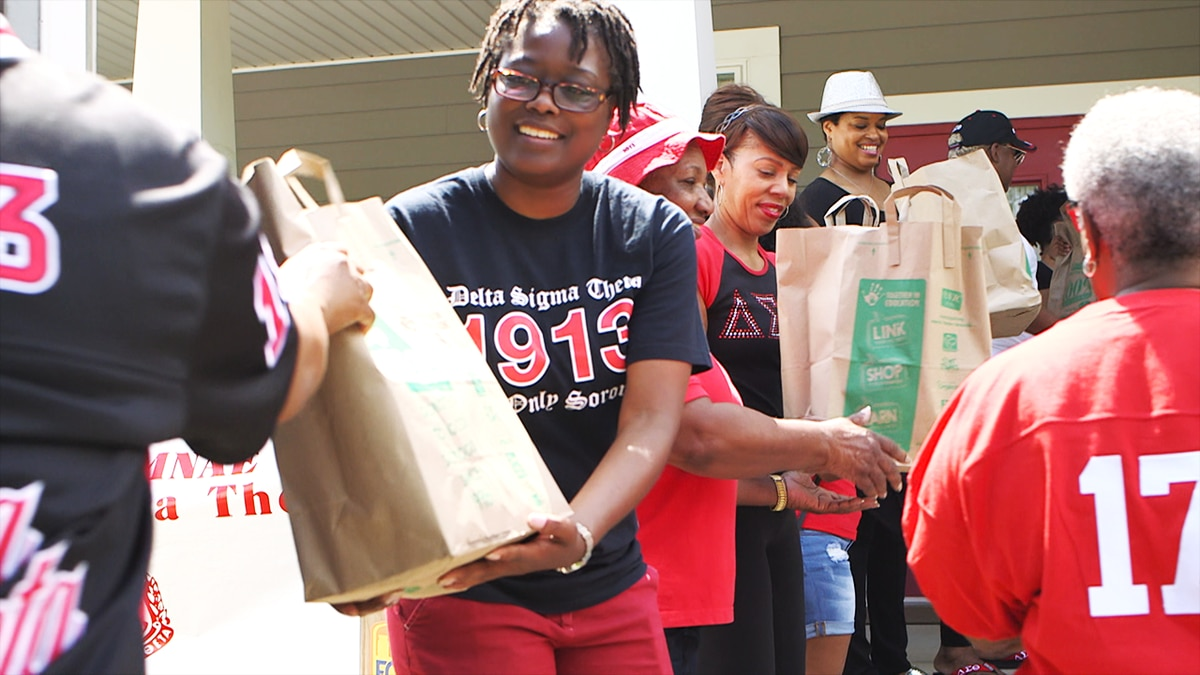 Sorority hosts 9 Food Drive collection to feed those in need