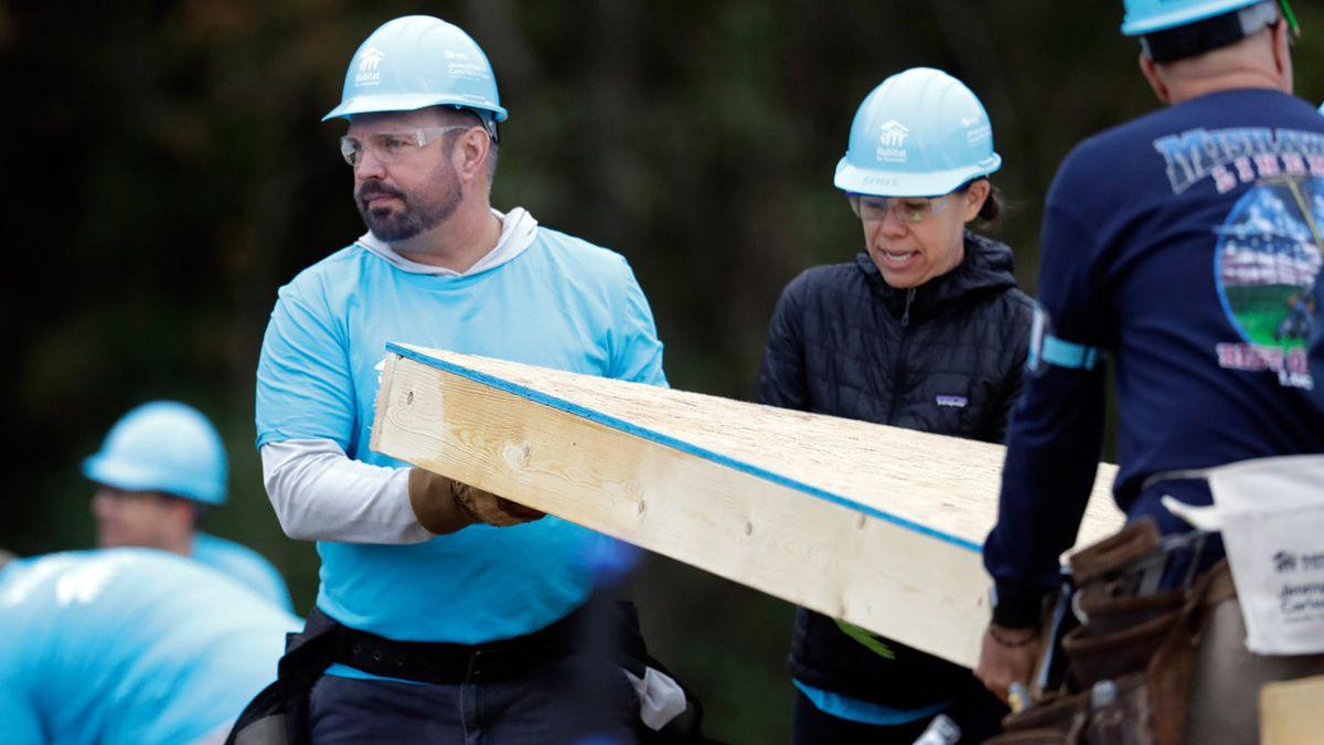 Habitat for Humanity: Garth Brooks, Trisha Yearwood build homes in Nashville with nonprofit