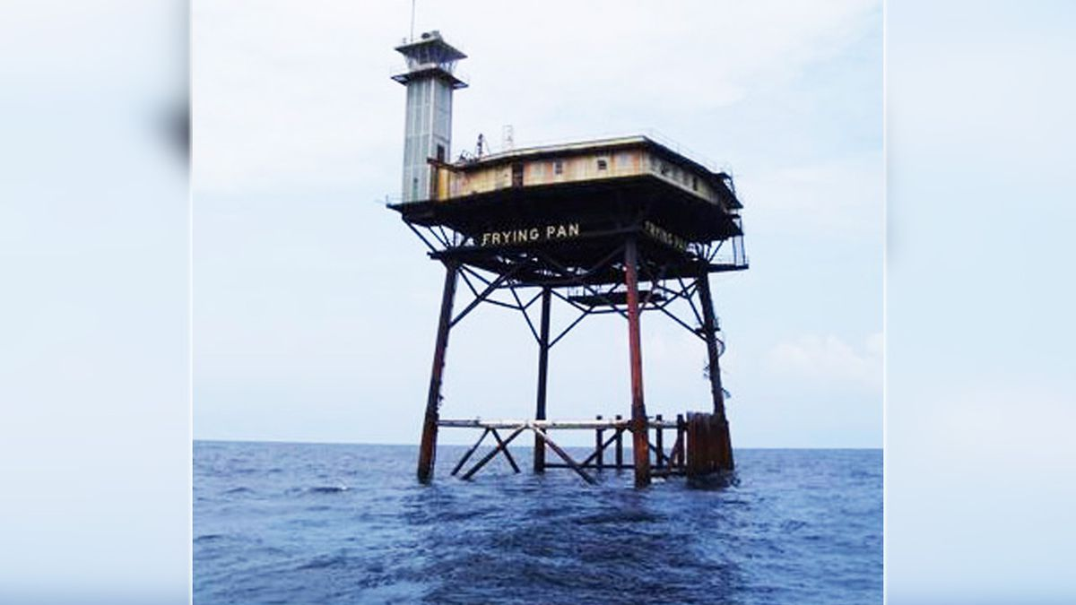 Coast Guard tower-turned-bed-and-breakfast up for auction