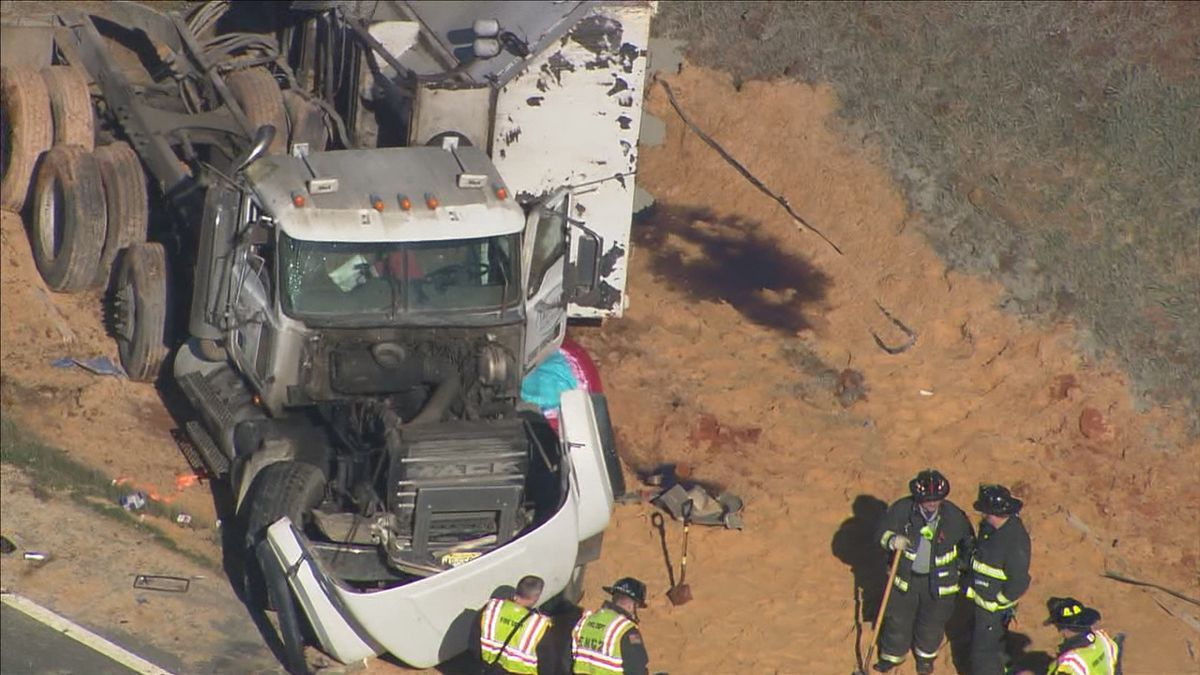 Truck spills sand along I-485 near Mint Hill; traffic backed up for miles