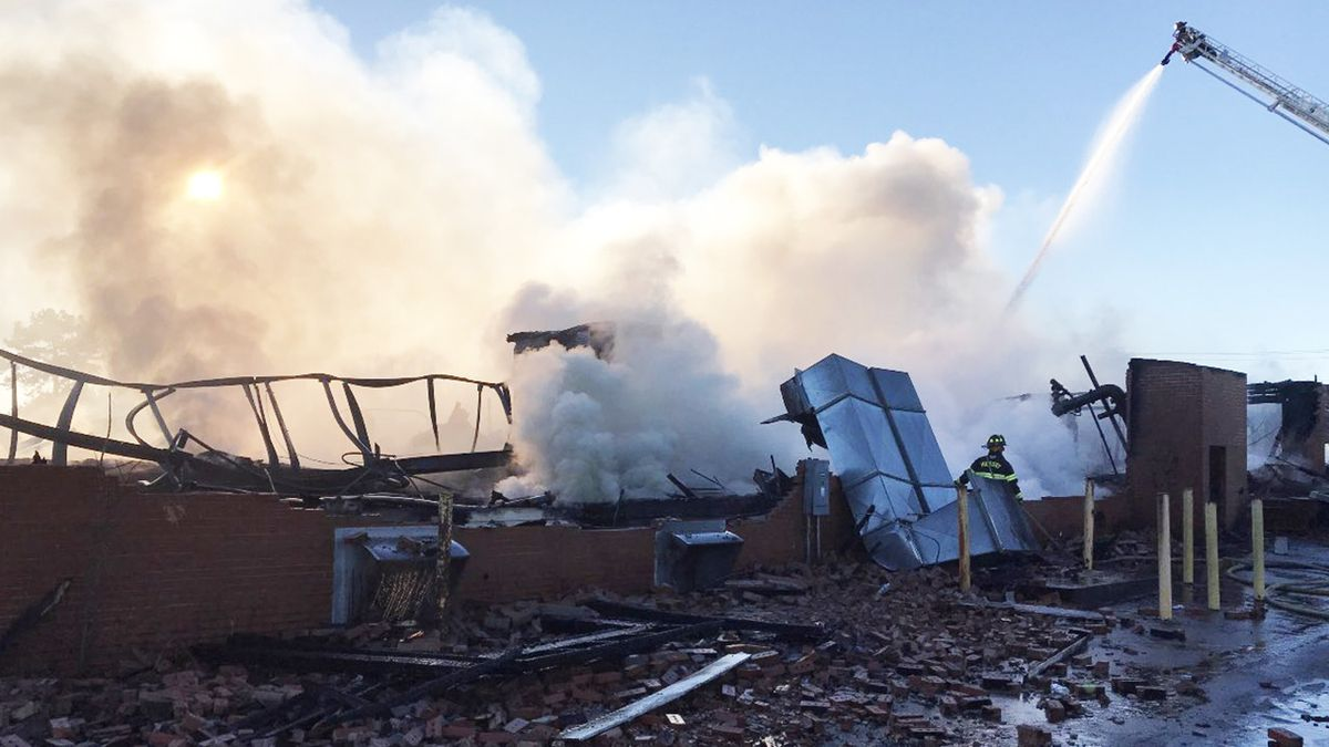 Quick-moving fire destroys old hosiery plant in Hickory