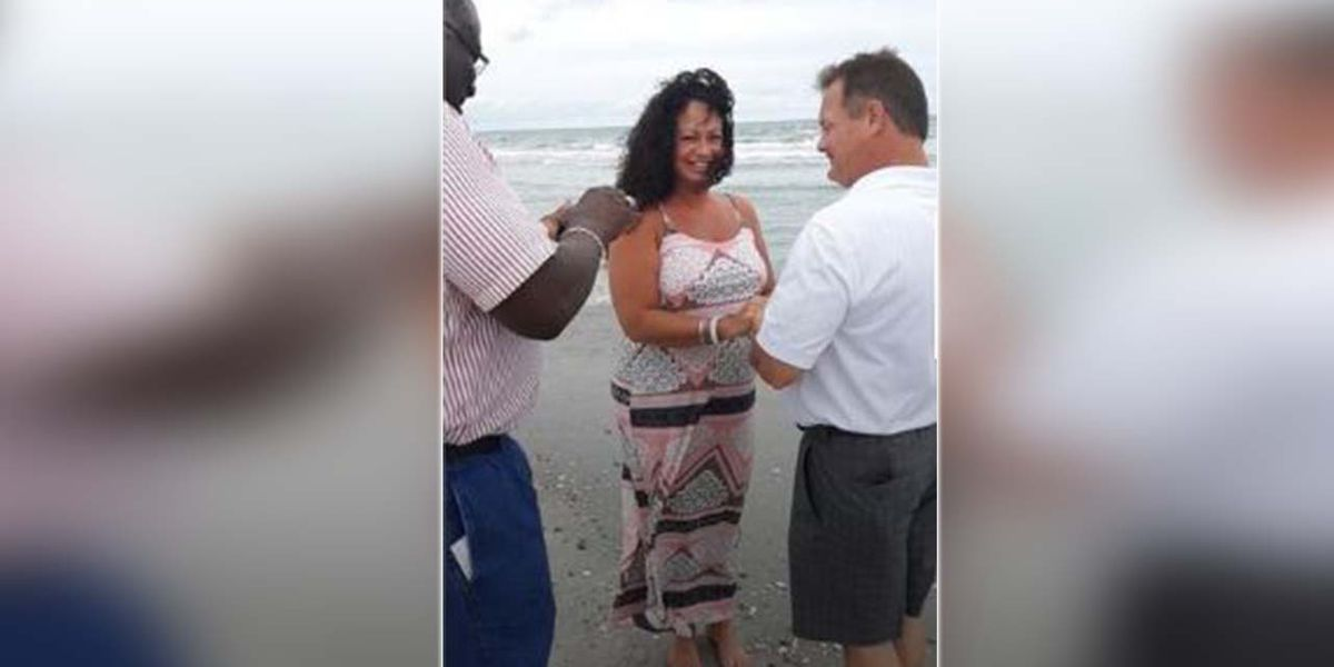 'How can we pray for you today?' Tourists get married by stranger on Myrtle Beach