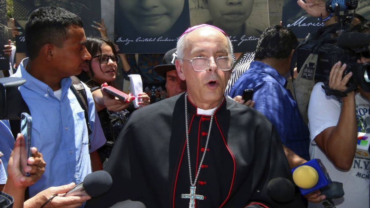 Bishop in El Paso who kneeled with protesters gets call of encouragement from Pope Francis