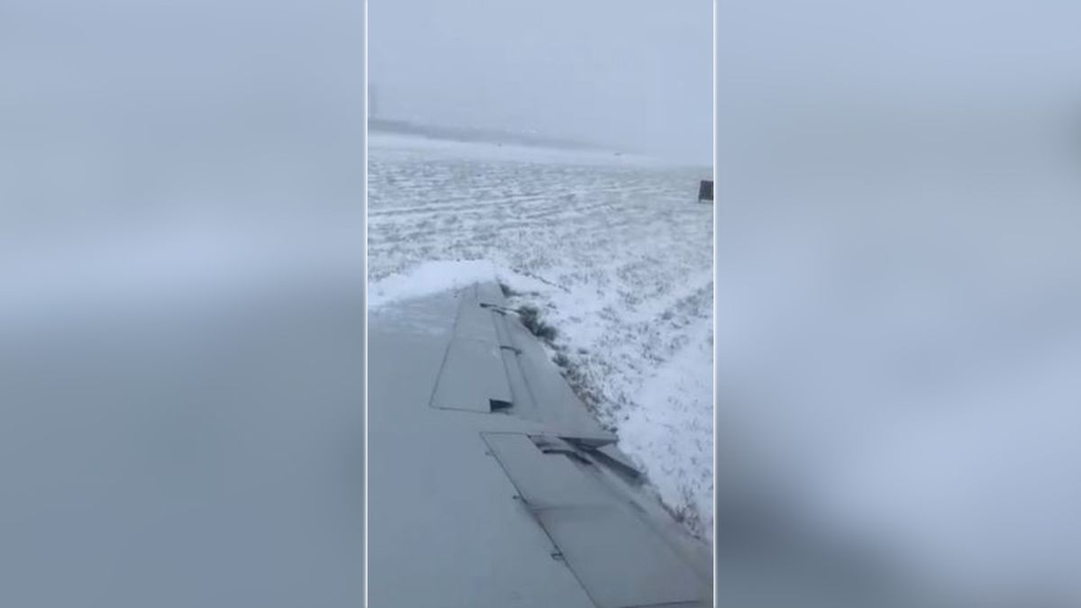 FAA: Landing gear collapsed on plane from NC during icy skid at O'Hare