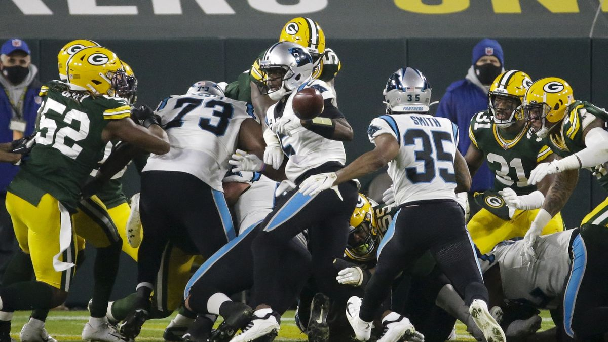Mistakes around goal line costly to Panthers in 24-16 loss to Packers