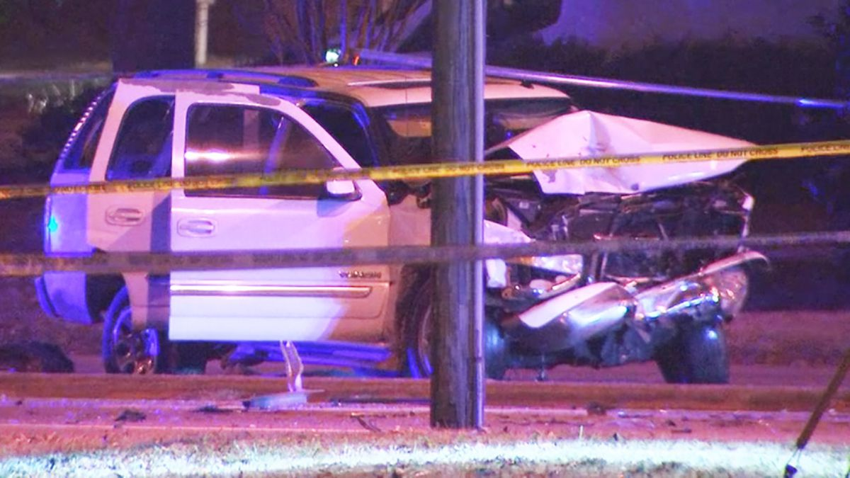 1 dead, 3 hurt after multi-car crash in east Charlotte