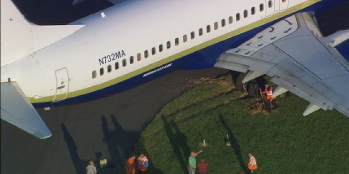Plane carrying NASCAR drivers gets stuck in grass