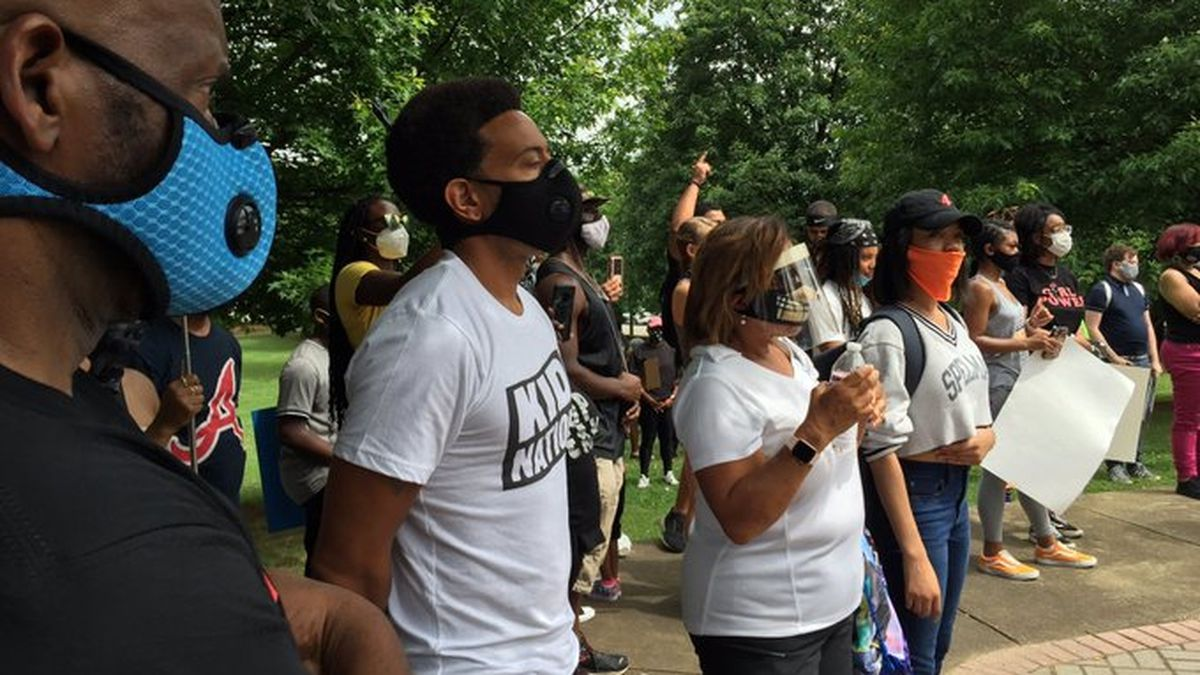 Rapper, actor Chris 'Ludacris' Bridges joins Atlanta demonstration