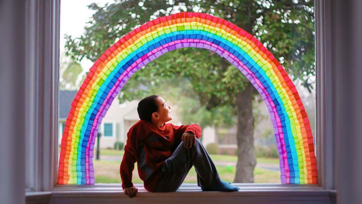 Familia en Carolina del Sur dedica 'arcoíris de esperanza' a pacientes y personal de hospital local